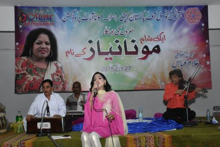 An Evening With Singer Mona Niaz, At Arts Council Of Pakistan Karachi (18)