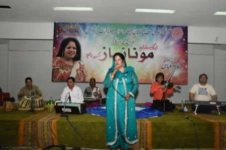 An Evening With Singer Mona Niaz, At Arts Council Of Pakistan Karachi (21)