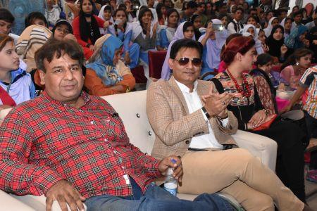 Mr. Kashmir Grami & Journalist Salman Pirzada During Karachi Youth Festival 2017-18 (15)