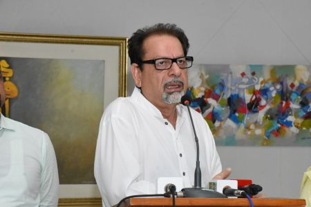 Muhammad Ahmed Shah President Arts Council On Stage In Annual Calligraphy Exhibition 2018 At Ahmed Pervez Art Gallery, Arts Council Karachi (2)