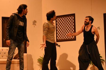 \'3 Bicharey\' A Play By Anumhaq At Arts Council Karachi (4)