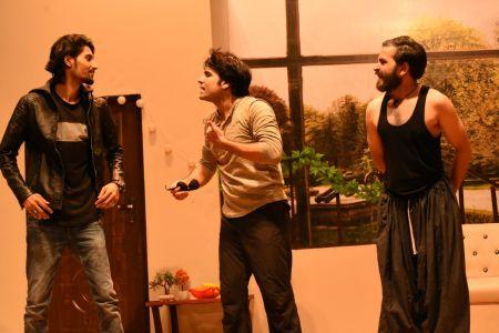 \'3 Bicharey\' A Play By Anumhaq At Arts Council Karachi (5)